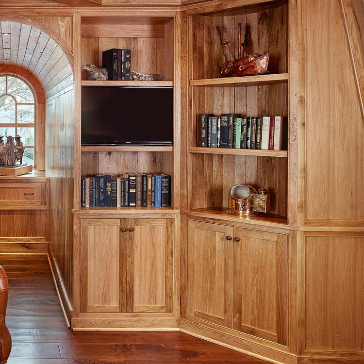 Aménagement d'un pan de mur avec un meuble bibliothèque tout en bois