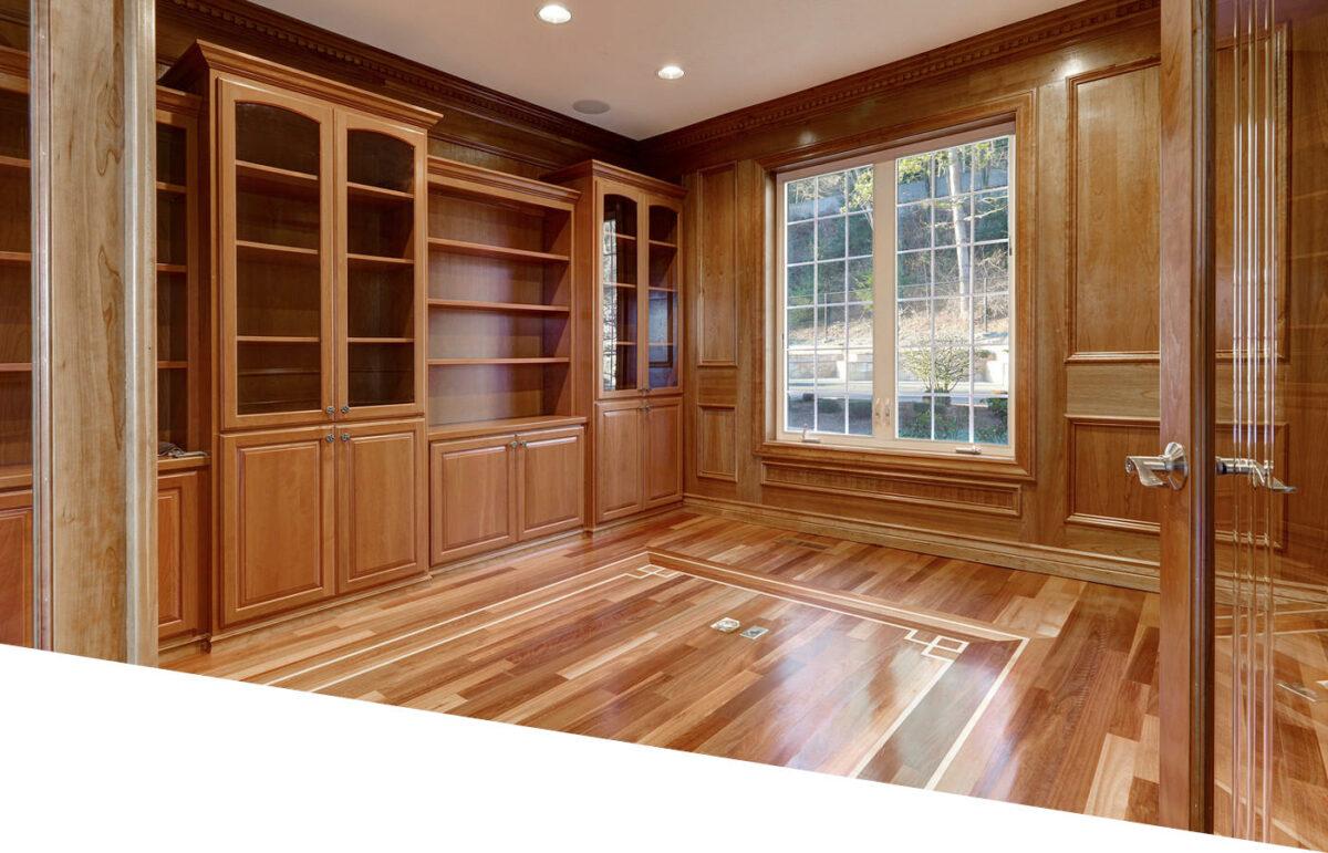Aménagement tout en bois d'une chambre avec parquet