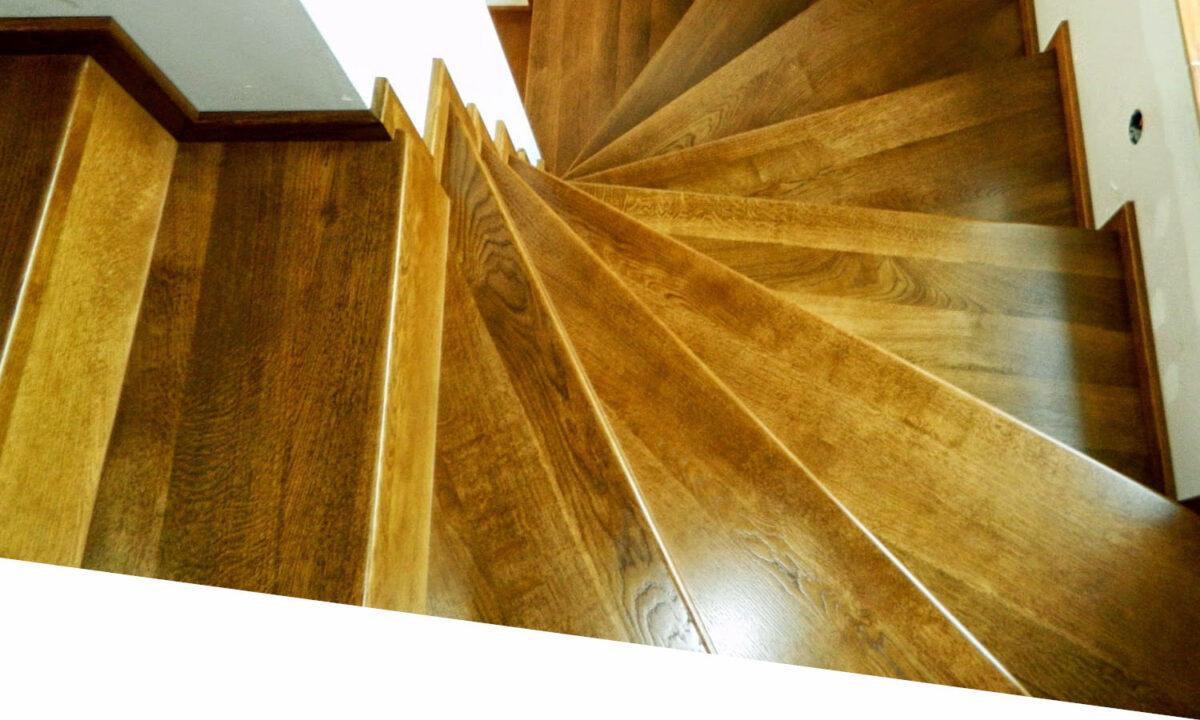 Escalier de bois posé à Montech