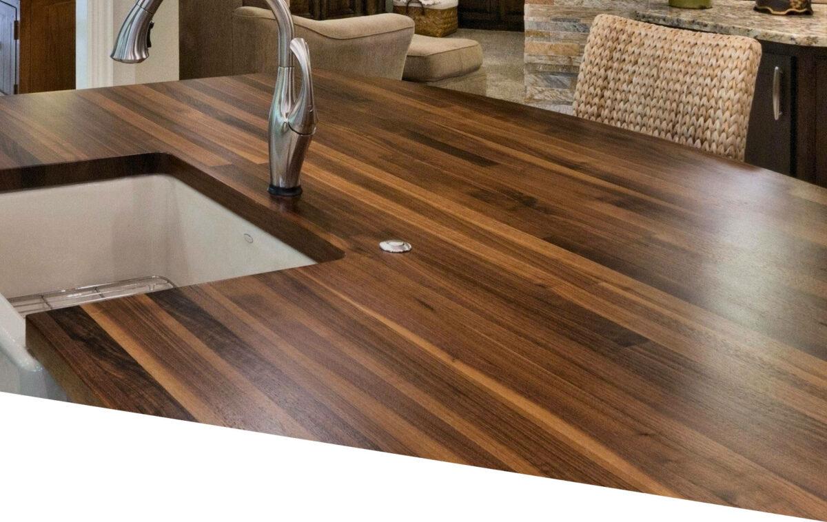 Pose plan de travail en bois pour cuisine aménagée