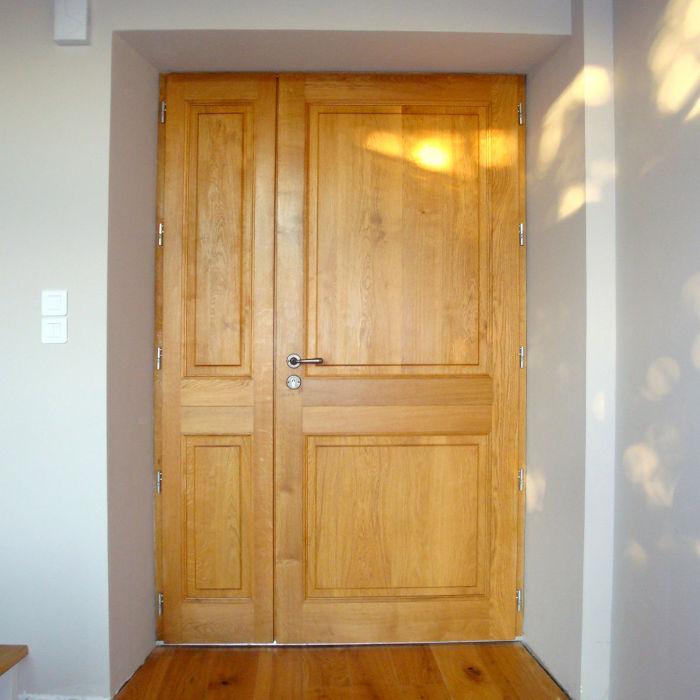 Porte d'appartement en bois jaune