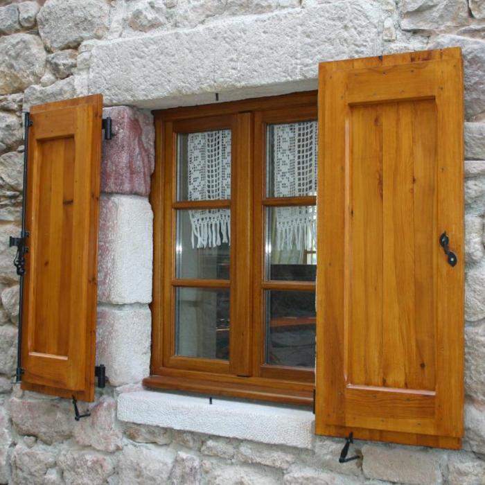 Fenêtre et volets en chêne massif